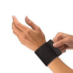 Mueller Elastic Wrist Support With Loop Image